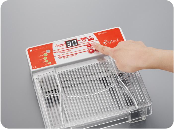 出力電圧は5種類(50V, 75V, 100V, 120V, 135V)。 タイマーは0〜99分の範囲で設定可能(連続運転も可能)。